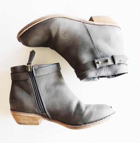 Harper Canyon slate booties sz 3 youth