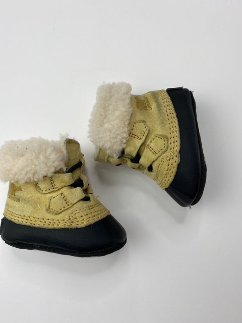 Sorel Caribou booties - 0-3m