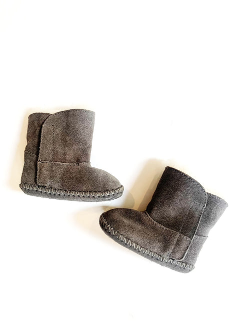 Uggs boots size 2-3