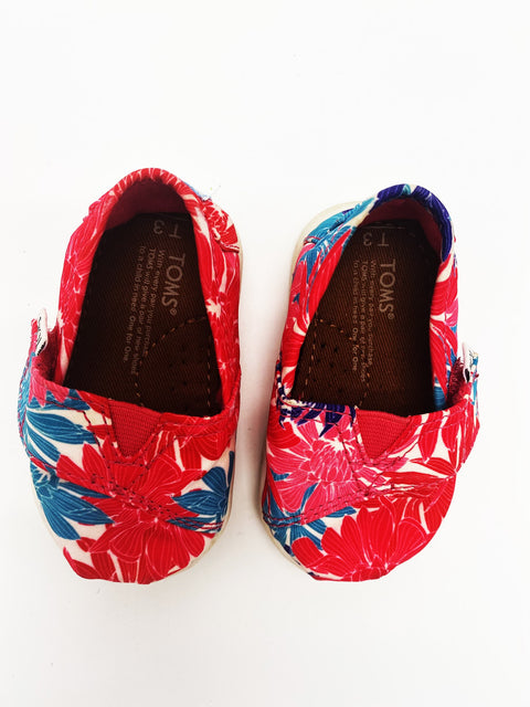 TOMS shoes size T3 BRAND NEW CONDITION