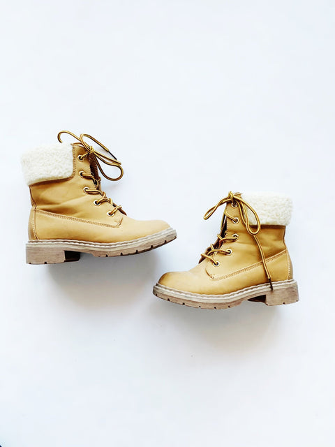 Link boots size 1 Y