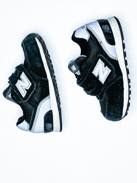 New Balance black velcro runners size 4-Fresh Kids Inc.