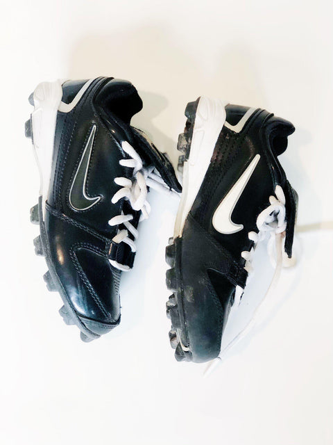Nike soccer cleats size 11.5