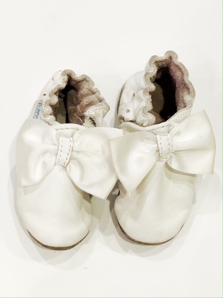 Robeez white leather & bows 0-6m-Fresh Kids Inc.
