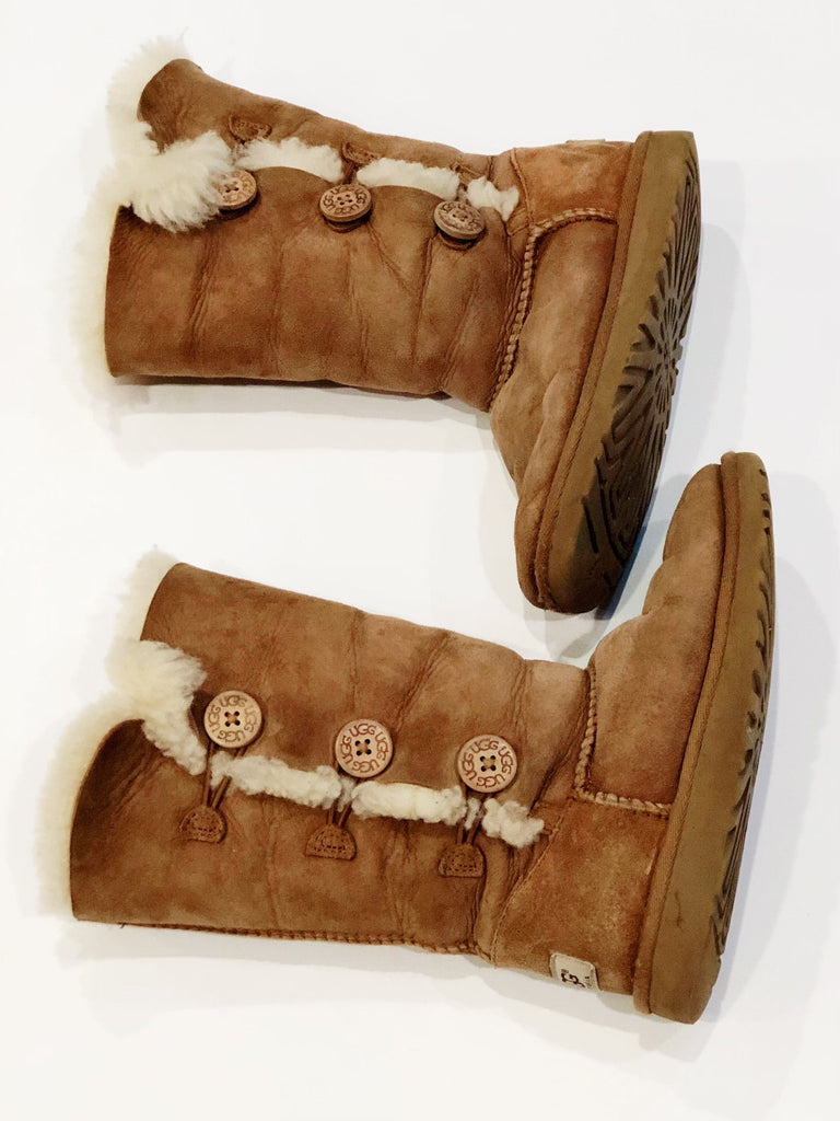 Uggs size 2 youth-Fresh Kids Inc.