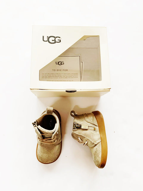 Uggs size M (12-18m)