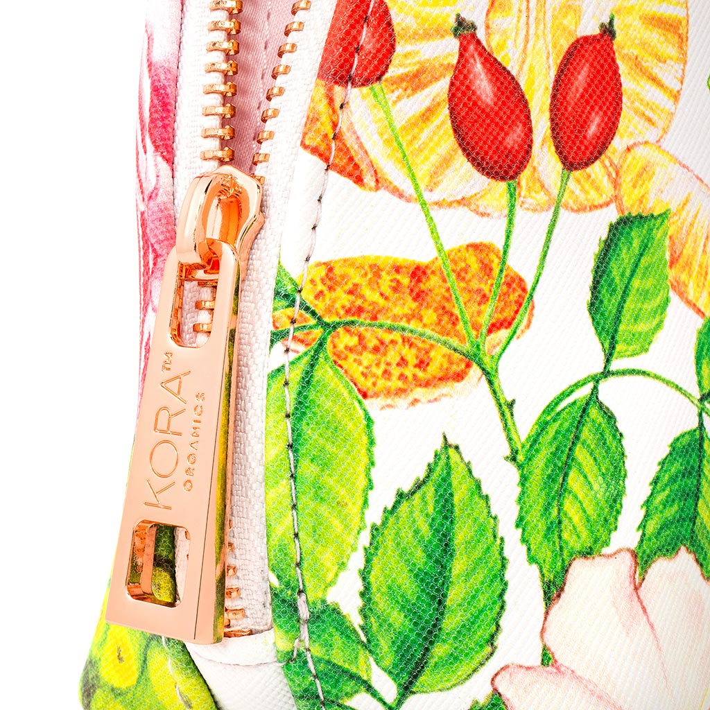 BEAUTY IN THE BLEND DELUXE GIFT BAG - CLOSe UP ZIPPER