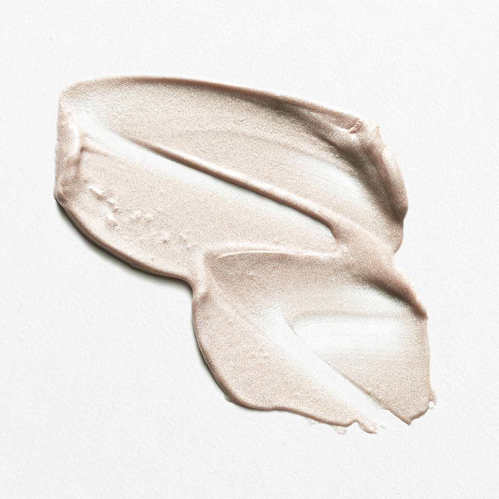 The Clear Quartz Luminizer is a certified organic and vegan highlighter containing finely crushed Clear Quartz to create a soft, sheer hue that provides hydration and a luminous glow.