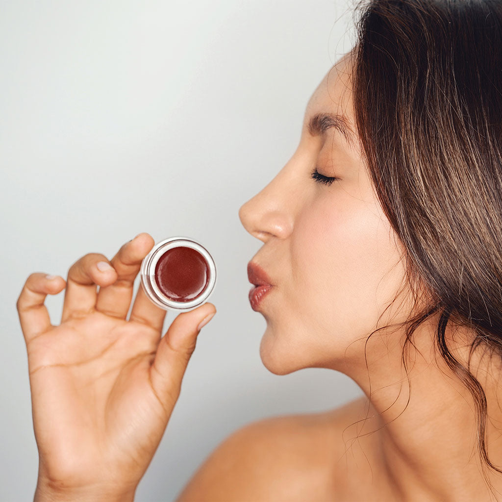 The Noni Lip Tint, is a hydrating lip balm that conditions dry, chapped lips and keeps lips looking plump and smooth.