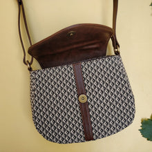 The Curvy Sling Bag - Magpie