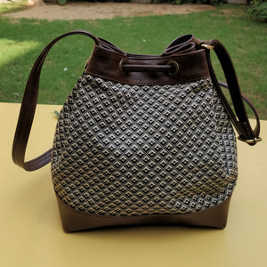 The Bucket Bag - Magpie