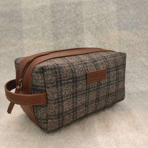 Tweed DOPP Kit for Men (Tawny Check Twill)