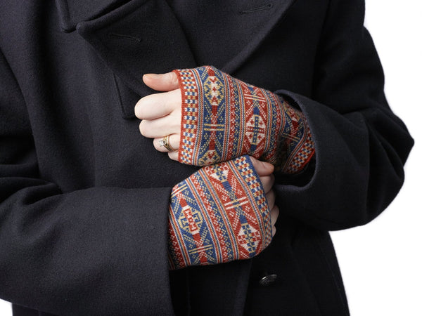 Family 2)  - 4-Colour Wristwarmers Reversible Fair Isle - W2 - BAKKA