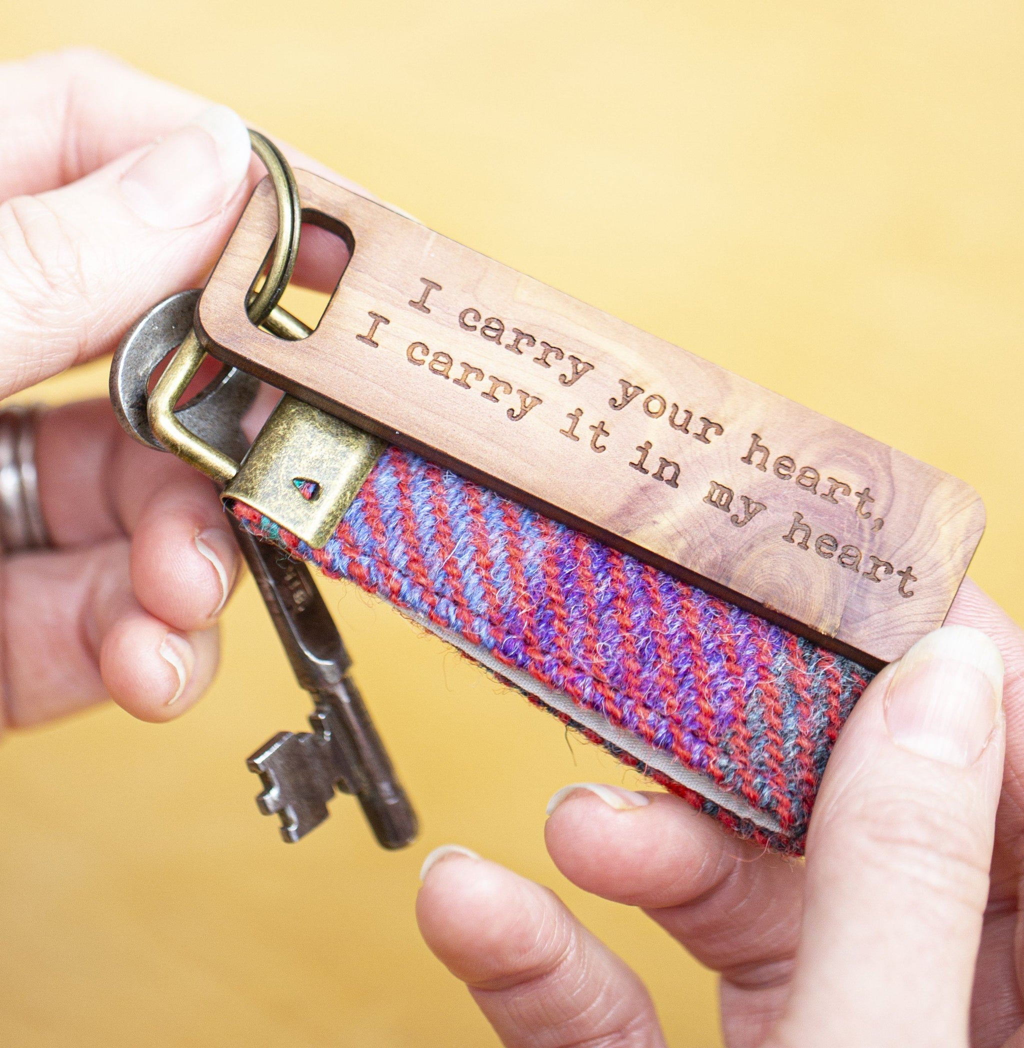 Harris Tweed Personalised Message Keyring with cedarwood token|gift for mum||Mother/'s Day|Keychain