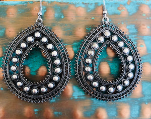 Simbada's Silver Teardrop Earrings