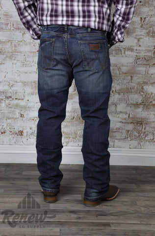 WLT88BZ: Men's Wrangler Retro Slim Straight Jeans