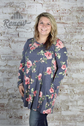 B517FLOXPL: Plus Size Blue Floral Flaring Top
