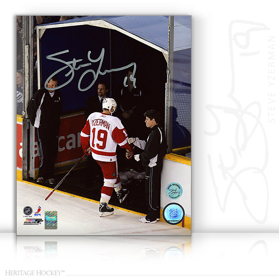 STEVE YZERMAN AUTOGRAPHED SIGNED LAST STEP 8X10 PHOTO - DETROIT RED WINGS
