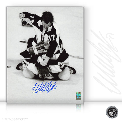 WENDEL CLARK AUTOGRAPHED SIGNED BLACK & WHITE POUNDING 8X10 PHOTO - TORONTO MAPLE LEAFS
