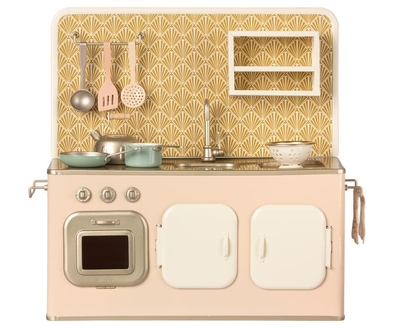 retro metal kitchen - Pink and Brown Boutique