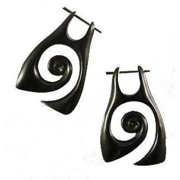 Horn Jewelry | Angular Spiral. variegated Black Horn Earrings.