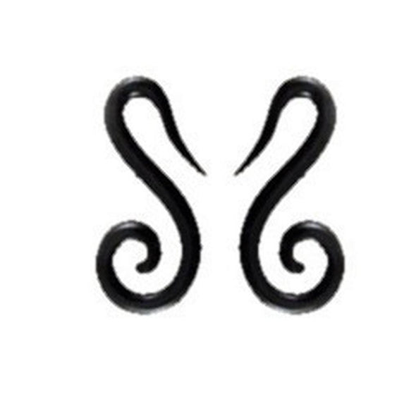 Gauges | French hook spiral. Horn 4g Organic Body Jewelry.