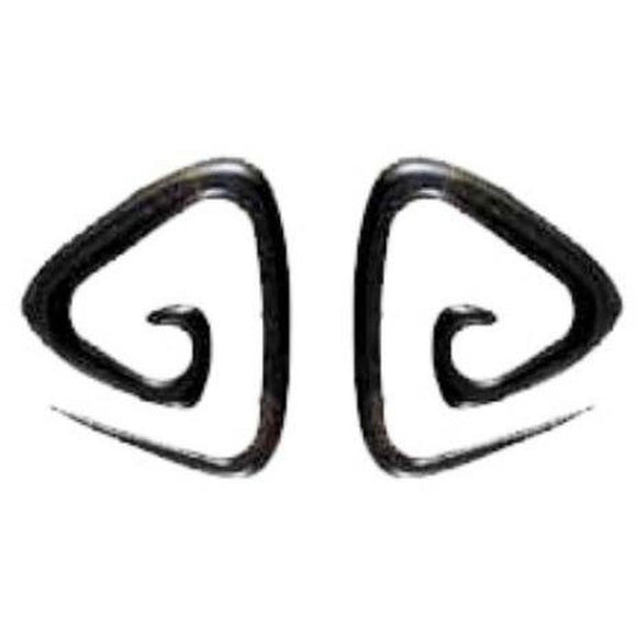Gauges | Triangle Spiral. Horn 6g Organic Body Jewelry.