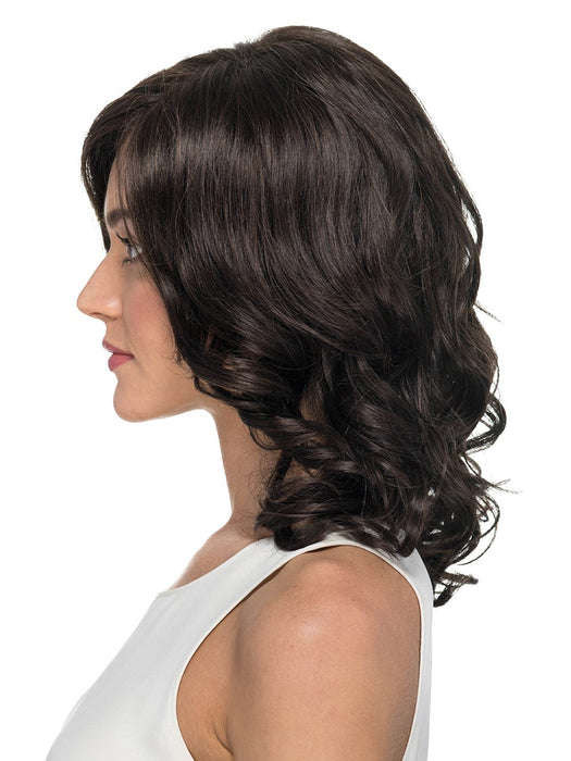 Shoulder Length Layered Cut with Loose Waves
