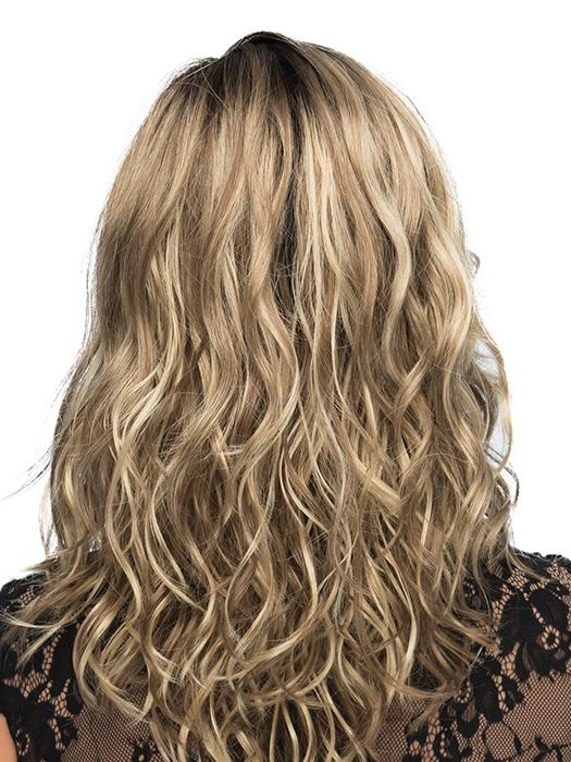 Gorgeous layers with long, loose waves define this stunning style