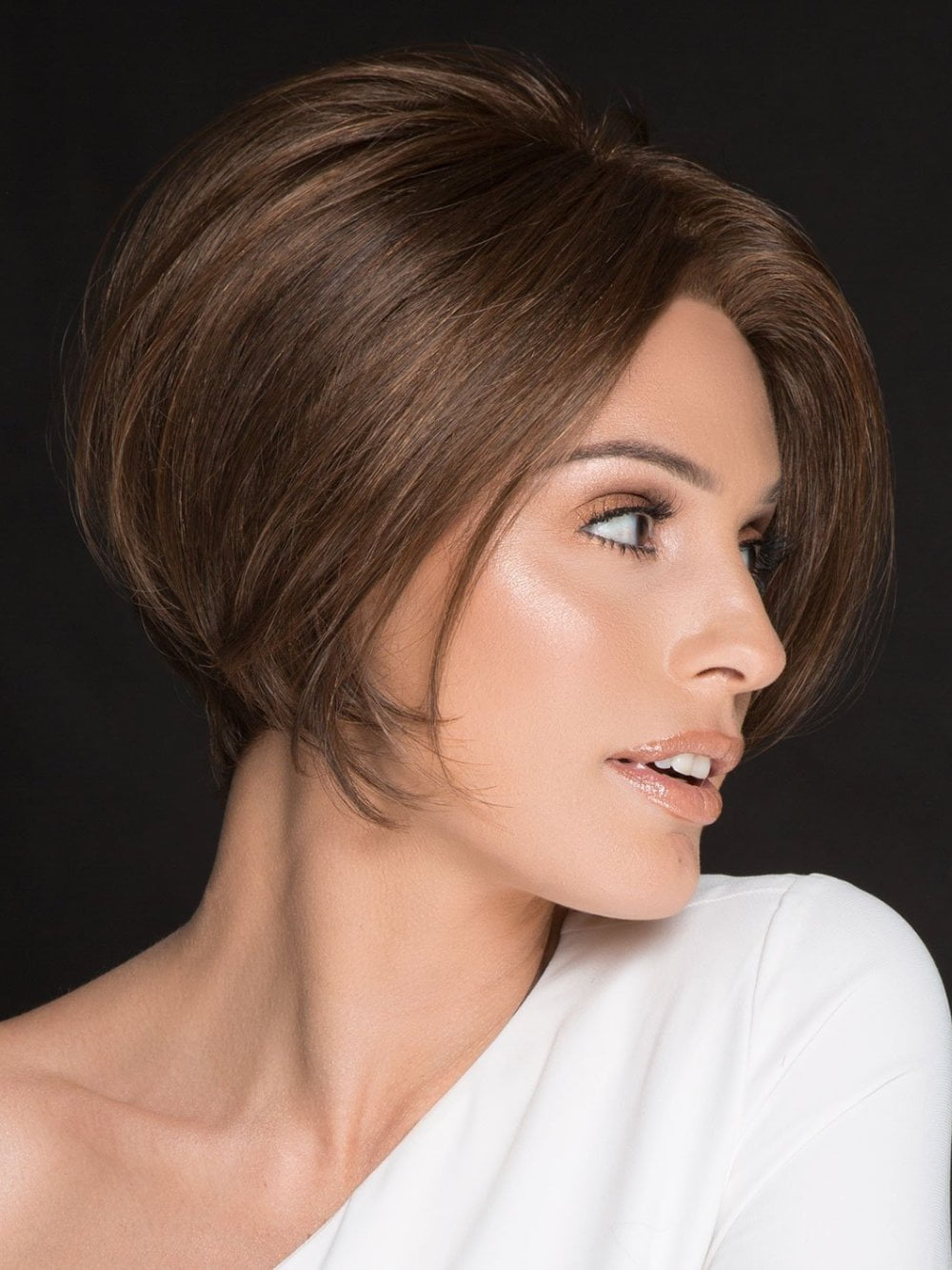 Rich by Ellen Wille is a lightweight asymmetrical style with a long fringe that falls perfectly along the face