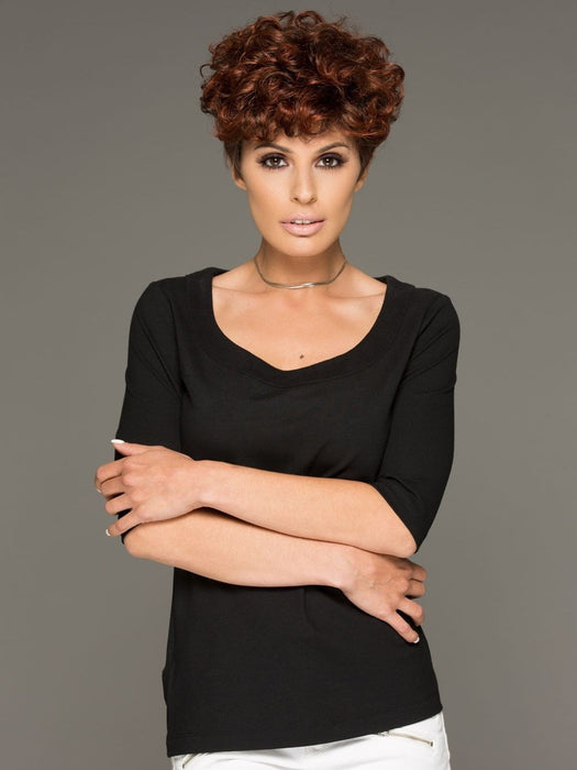 Kaitlyn by Envy is a short, trendy, and curly synthetic wig. You can shake it and wear it tousled or tightly curled