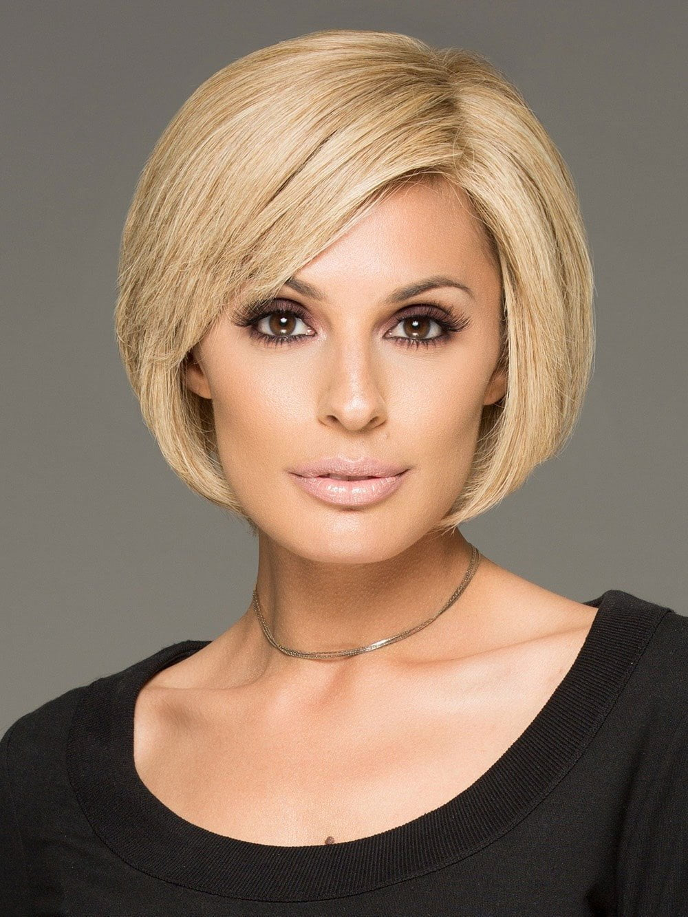 Raquel Welch Success Story is a short trendy wig, so chic!