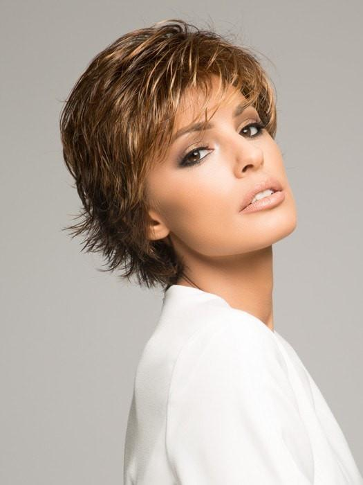 Raquel Welch VOLTAGE in R829S+ GLAZED HAZELNUT |  Rich Medium with Ginger Highlights on Top