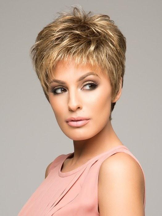 Raquel Welch WINNER PETITE in R11S+ GLAZED MOCHA | Warm Medium Brown with Golden Blonde Highlights on Top