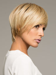 Raquel Welch Modern Love is a reflection of a contemporary salon trend, this short, asymmetrical cut includes added length on the right top and side