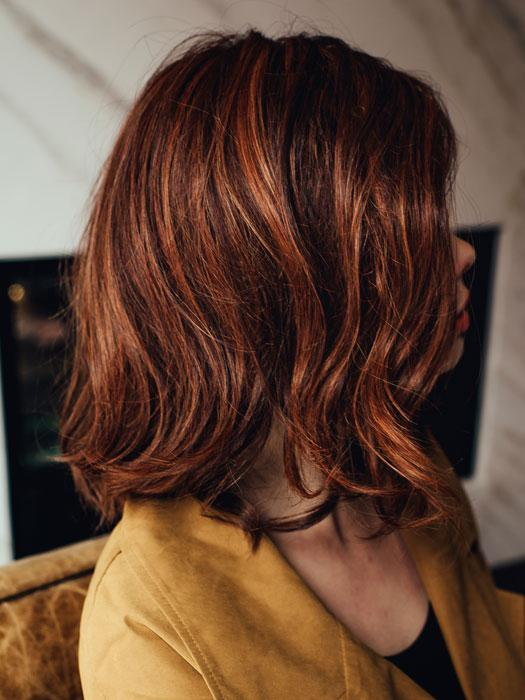 SIMMER by RAQUEL WELCH in RL32/31 CINNABAR | Medium Dark Auburn Evenly Blended with Medium Light Auburn