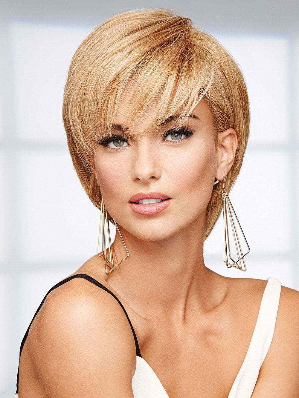 The 100% human hair can be tucked behind the ears and styled like a pixie or a short bob with face-framing layers.