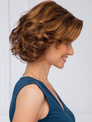 Soft waves define this collar length wavy bob | Color: GL8/29