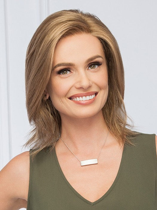 Sophisticated shoulder length style with smooth waves | Color: GL12/13