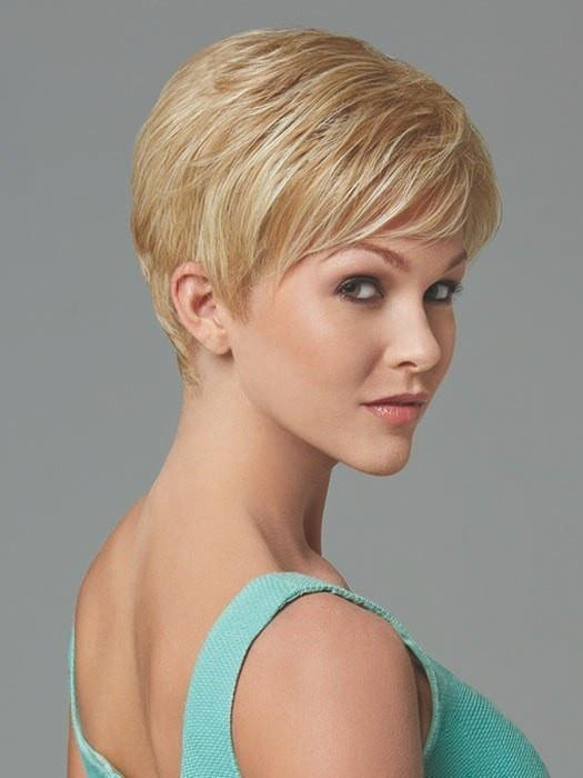 Short, classic cut with smooth layers on the top and sides | Color: Light-Blonde