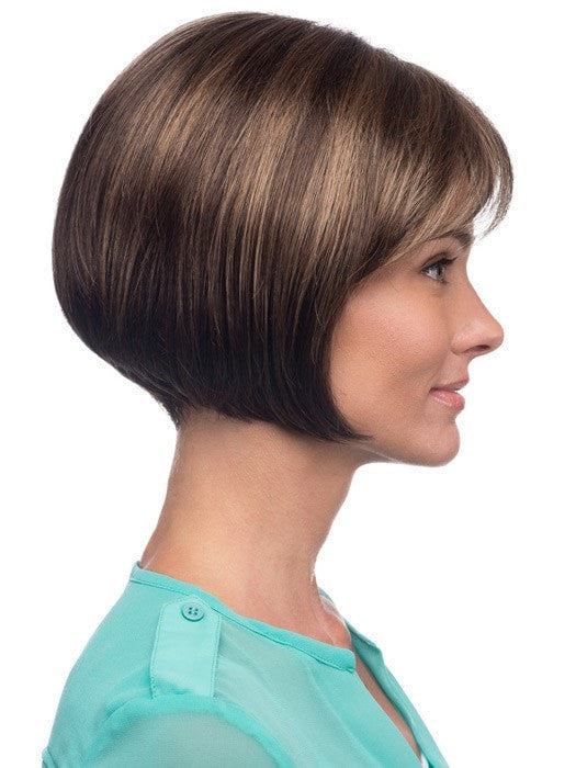 Soft angle creates a modern bob | Color: R14/8H