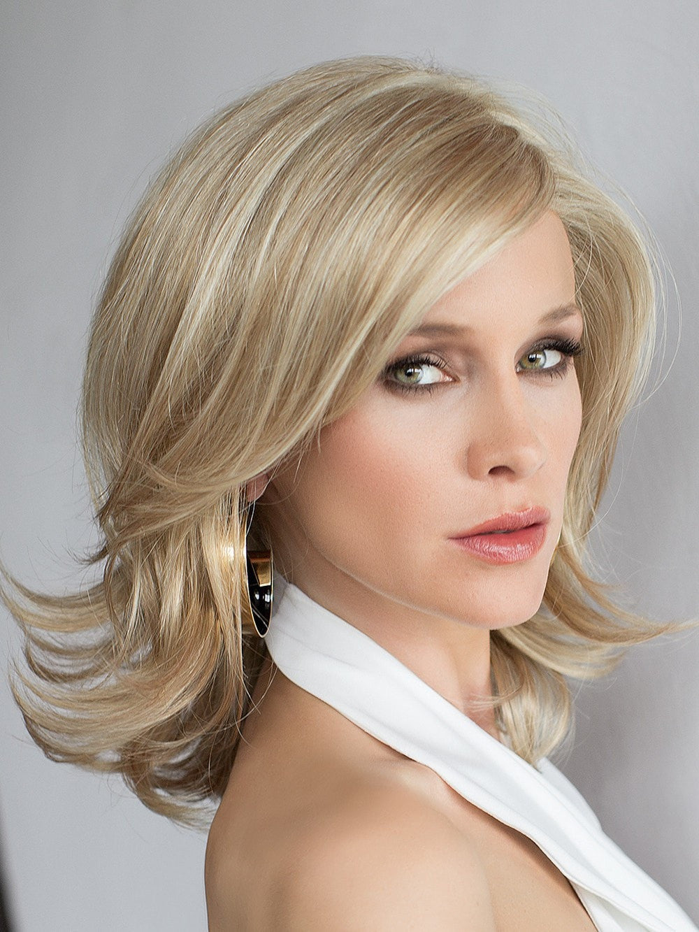 Ellen Wille Splendid offers a ear to ear extended lace front offers versatile styling and the most seamless, natural hairline.