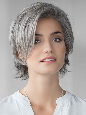 Soft and slightly asymmetrical cut with unlimited styling versatility. The lightweight density and perfectly placed layers offer a look both natural and unique