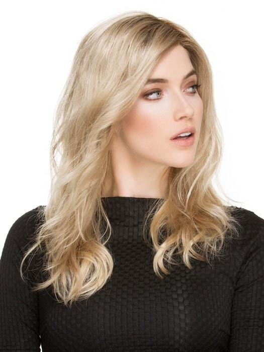 A side-swept bang adds a perfectly feminine touch, while the wavy layers lend a beachy look