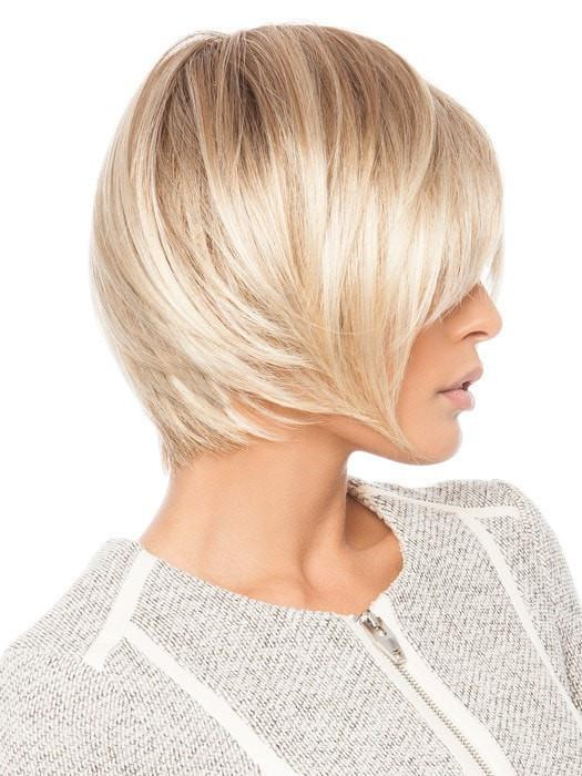 Textured ends create a modern look with movement | Color: Champagne Rooted