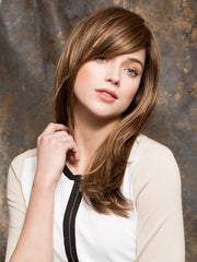 Style it smooth or tousled using your fingers or a wide tooth comb | Color: Mocca Mix