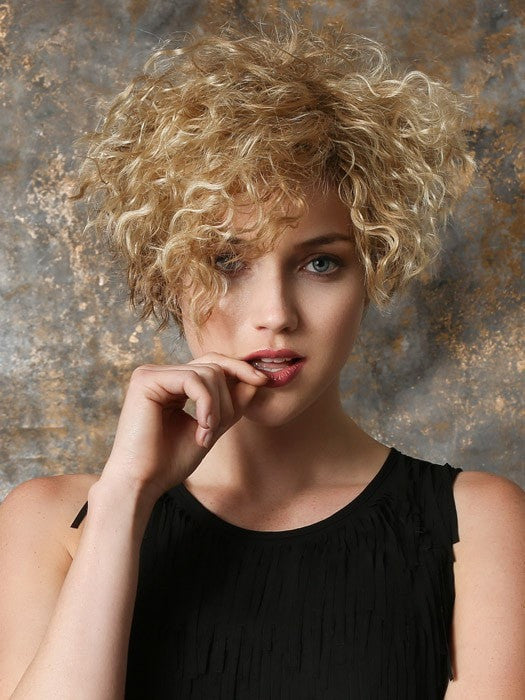 Stream | Short and trendy style with an edgy take on a kinky curl