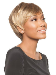 The cut is defined and tapered | Color: Frosted