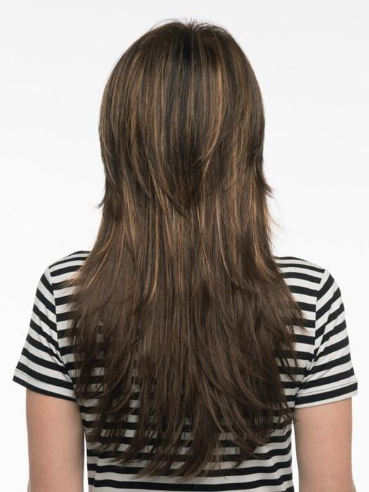 Shorter layers add shape and movement to this long length | Color: Chocolate Caramel