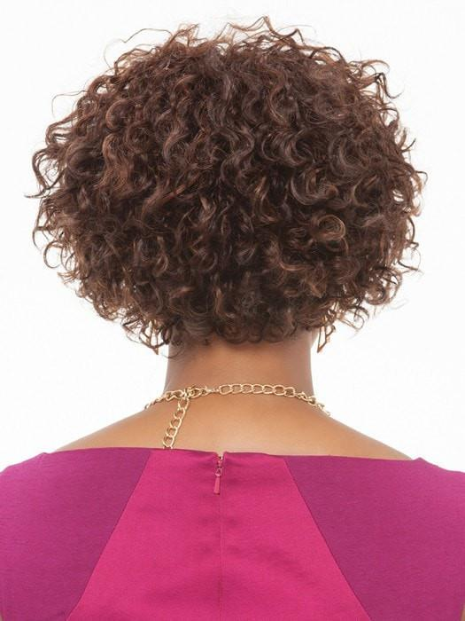 Shorter nape layers are blended with the crown | Color: FS4/30